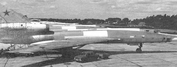 3.Серийный Ту-22ПД на стоянке.