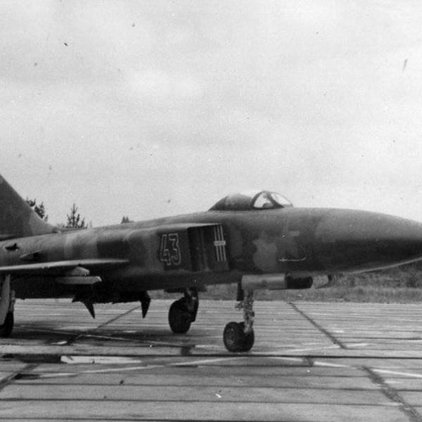 3.Су-15ТМ на рулежке.