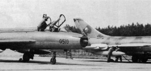 3.Су-7У и Су-7БМ ВВС ЧССР на стоянках.