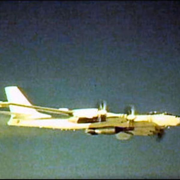 3.Ту-95В с изделием 202 в полете.