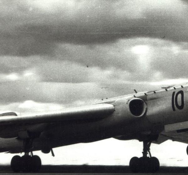 Взлет самолета Ту-16П.