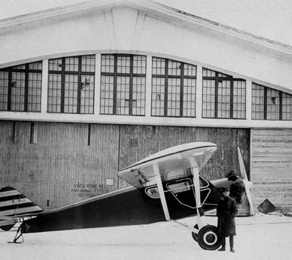 3.Яковлев около АИР-5. Москва. Центральный аэродром. Ноябрь 1931 г.