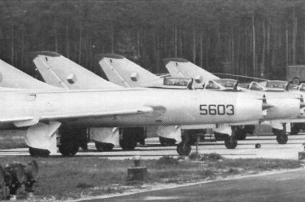 3а.Истребители-бомбардировщики Су-7БМ ВВС ЧССР на стоянках. 1959 г.