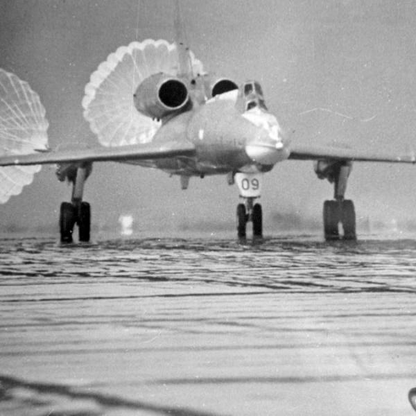 3б.Ту-22У после посадки.