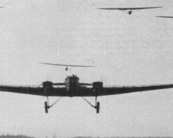 4.Аэропоезд ТБ-1 и 9-ть планеров Г-9.