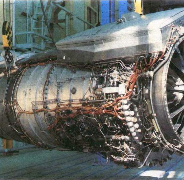 4.Двигатель НК-88. На двигателе виден турбонасосный агрегат.