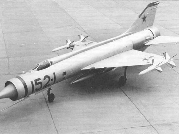 4.Экспериментальный истребитель-перехватчик Е-152-1