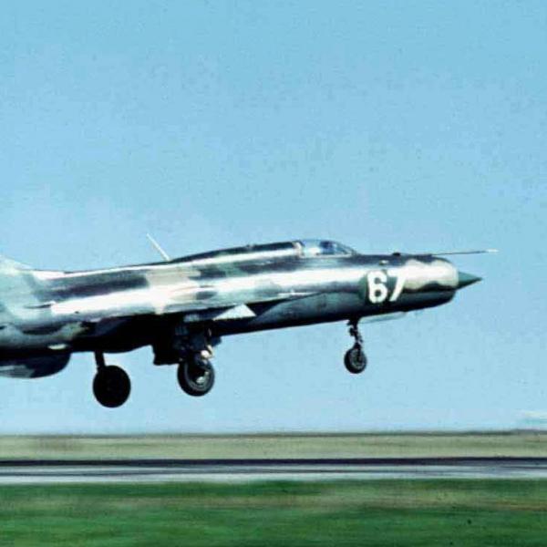 4.МиГ-21ПФ на взлете.