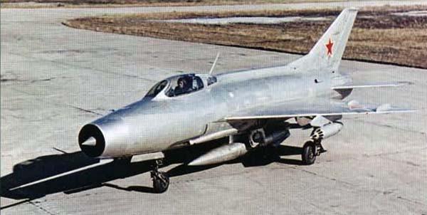 4.Один из первых серийных МиГ-21Ф