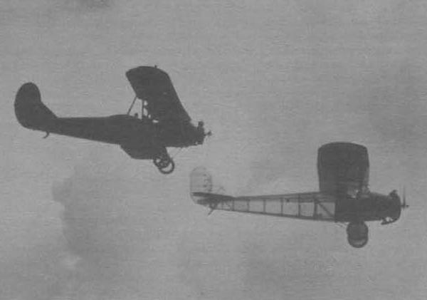 4.Самолет ПС в полете в паре с самолетом У-2. Серпухов. Июль 1935 г.