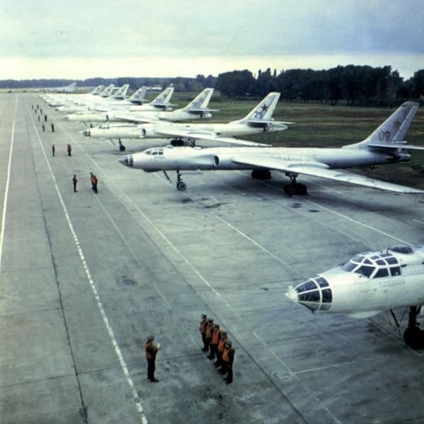 4.Стоянки Ту-16. Перед вылетом.