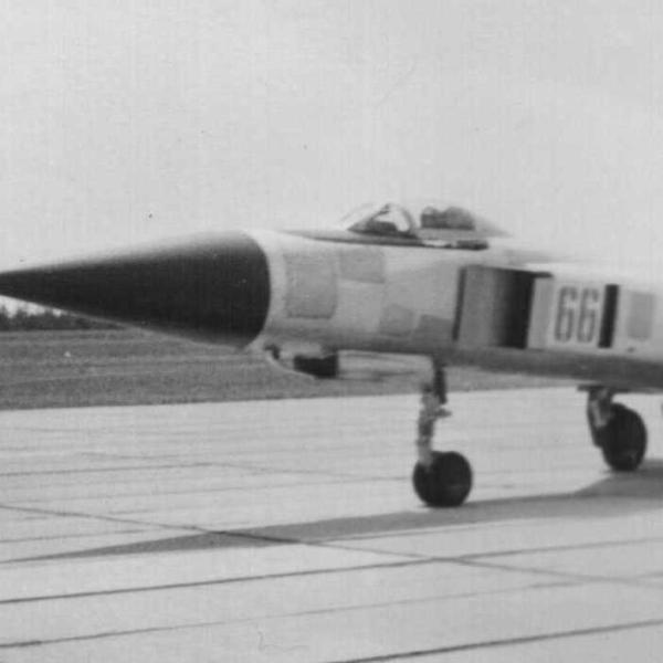 4.Су-15Т на рулежке. 2