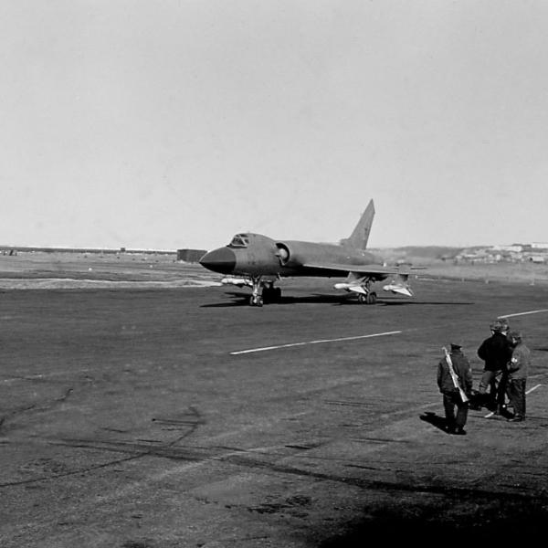 4.Ту-128 выруливает на старт.