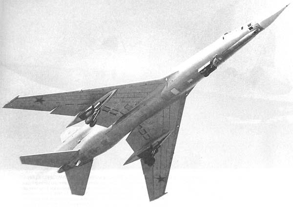 4.Ту-22Р на взлете.