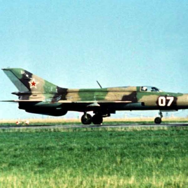 5.МиГ-21ПФ на рулежке.