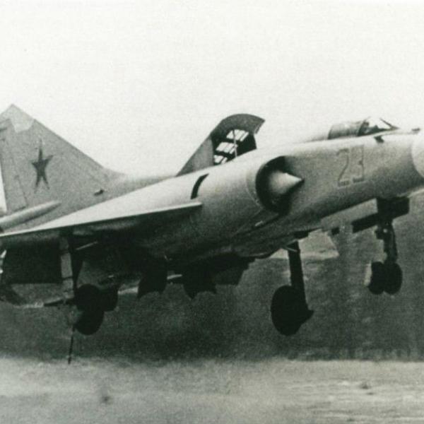 5.МиГ-23ПД на взлете.