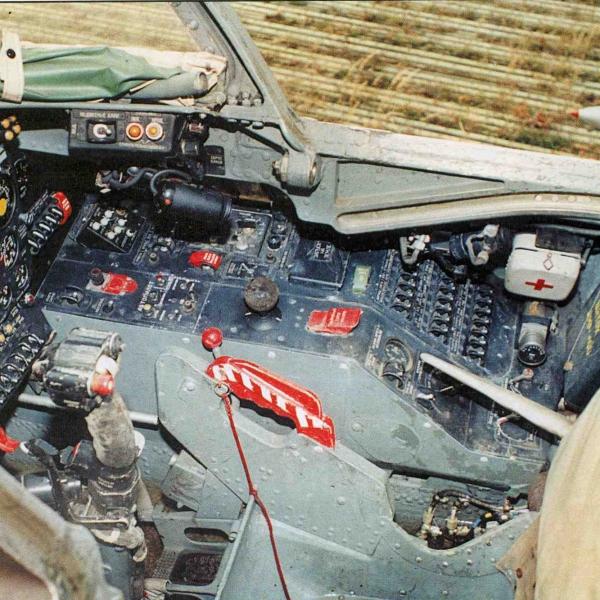 5.Правый борт кабины лётчика Як-28ПП.