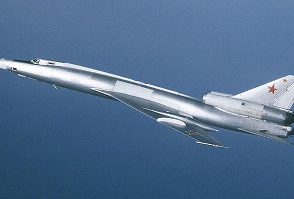 5.Серийный Ту-22 в полете.