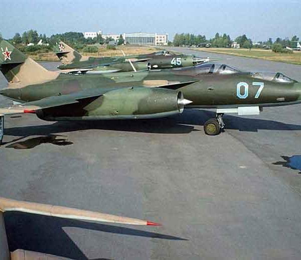 5.Як-28У на стоянке. На втором плане Як-28-2.