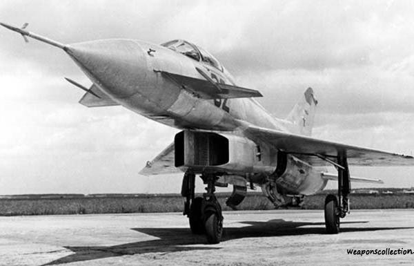 6.Экспериментальный истребитель Е-8-2.