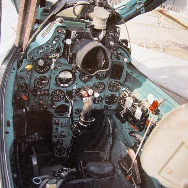 6.Приборная панель кабины МиГ-21ПФ.