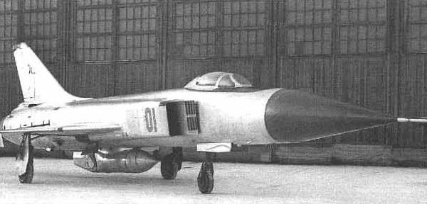6.Су-15 0001 с подвеской УПАЗ Сахалин-6А