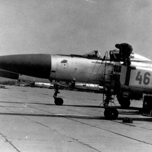 6.Су-15ТМ на стоянке.