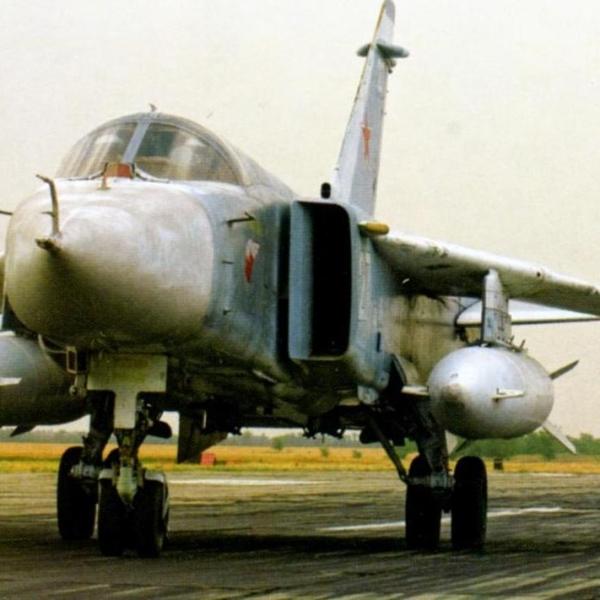6.Су-24 на рулежке. 2
