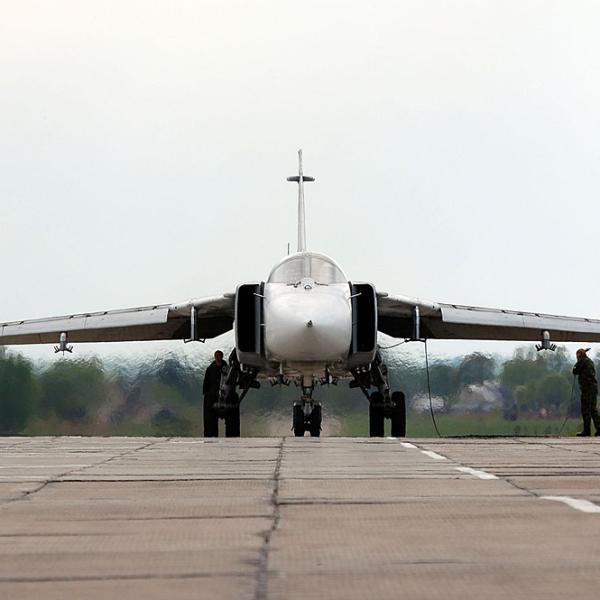 6.Су-24М перед взлётом.