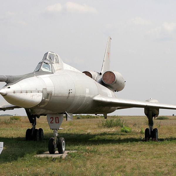 6.Ту-22УД на стоянке музея дальней авиации в Энгельсе.