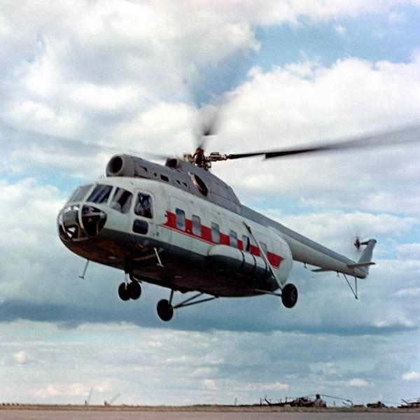 6.Вертолет В-8 в полете.