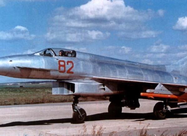 7.Экспериментальный истребитель Е-8-2.