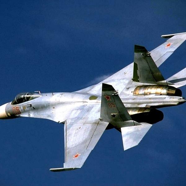 7.Истребитель Су-27.