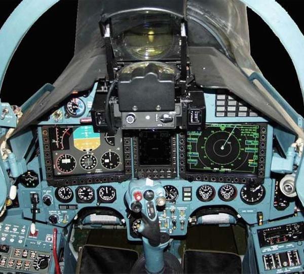7.Кабина пилота Су-27СК