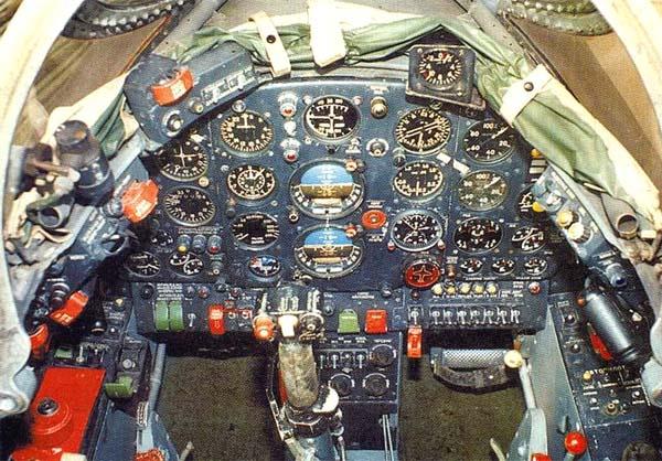 7.Приборная панель Як-28Л.