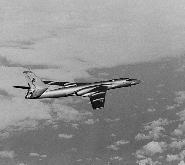 7.Ту-16К-10 в полете.