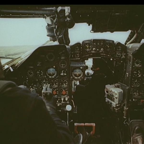 7.В кабине Ту-16 в момент взлёта.
