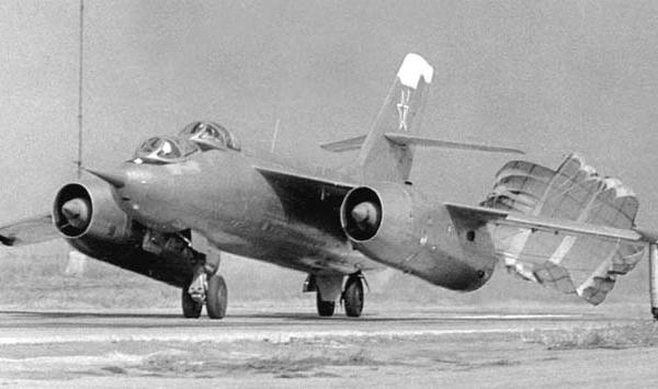 7.Як-28У после посадки.