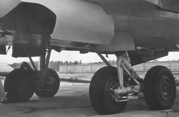 7б.Основные опоры шасси МиГ-31