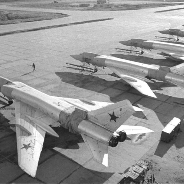 8.Эскадрилья Ту-128 на стоянке.