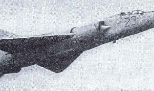 8.МиГ-23ПД в полете.