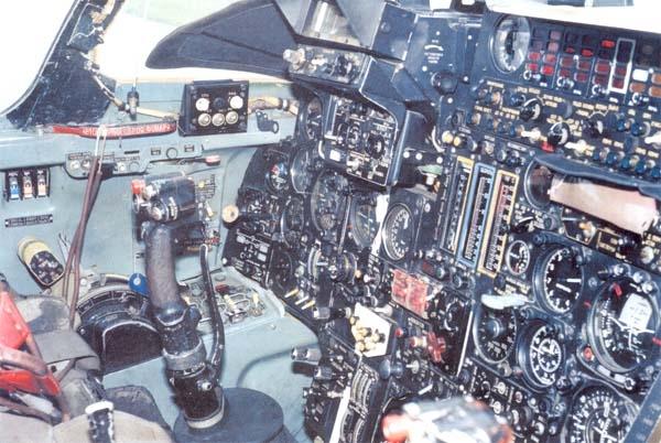 9.Место пилота Су-24.
