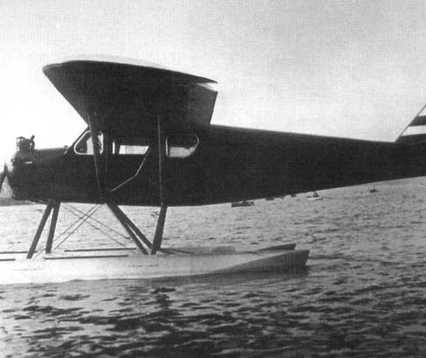 9.Первый опытный экземпляр АИР-6 на поплавковом шасси. 2