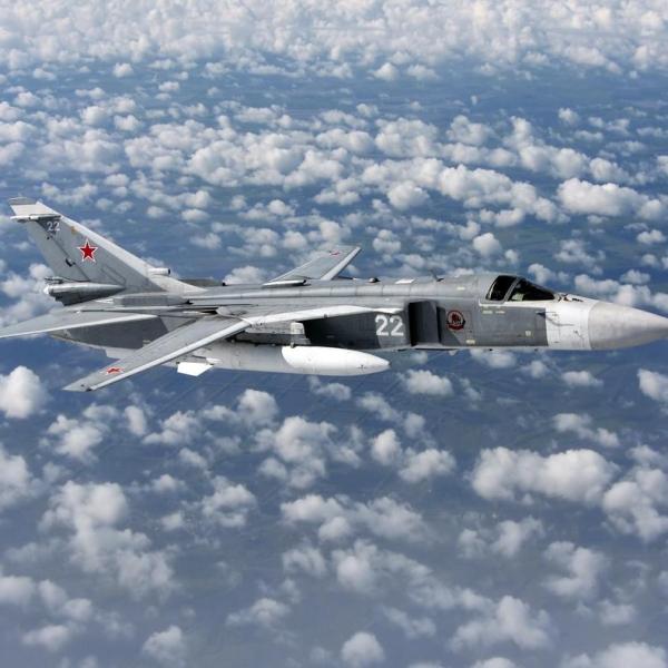 9.Су-24М в полёте.