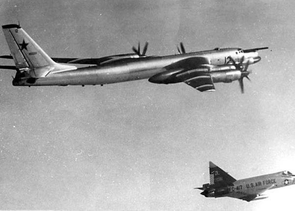 9.Ту-95К с навязанным сопровождением F-102.