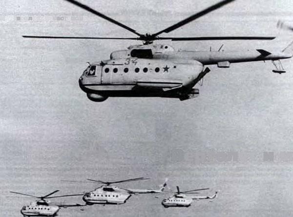9.Звено Ми-14ПЛ в полете.