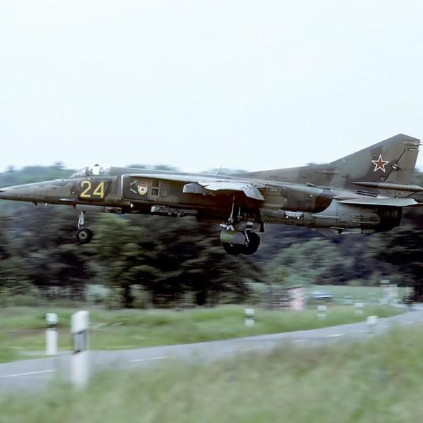 МиГ-27Д заходит на посадку.