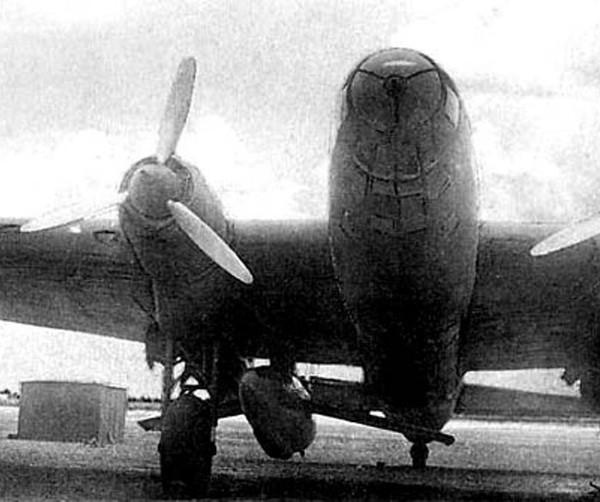 pe-8-s-podveshennym-samoletom-5-2