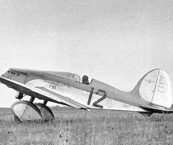 Самолет Г-23. Передняя кабина закрыта панелью.