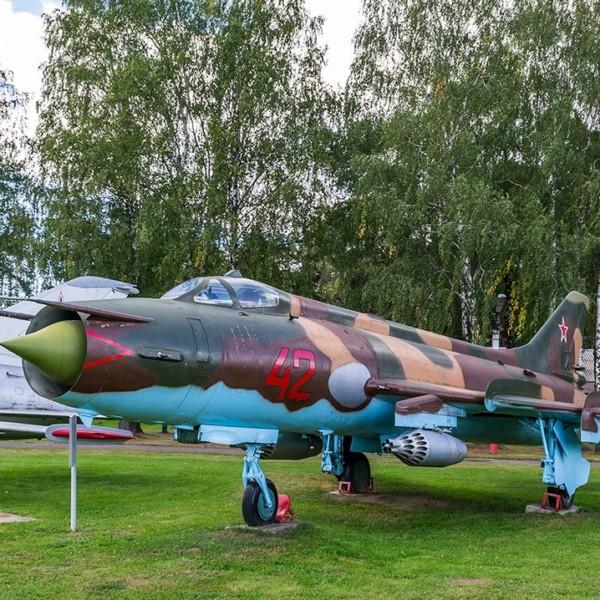 su-17m-na-stoyanke-aviamuzeya-1